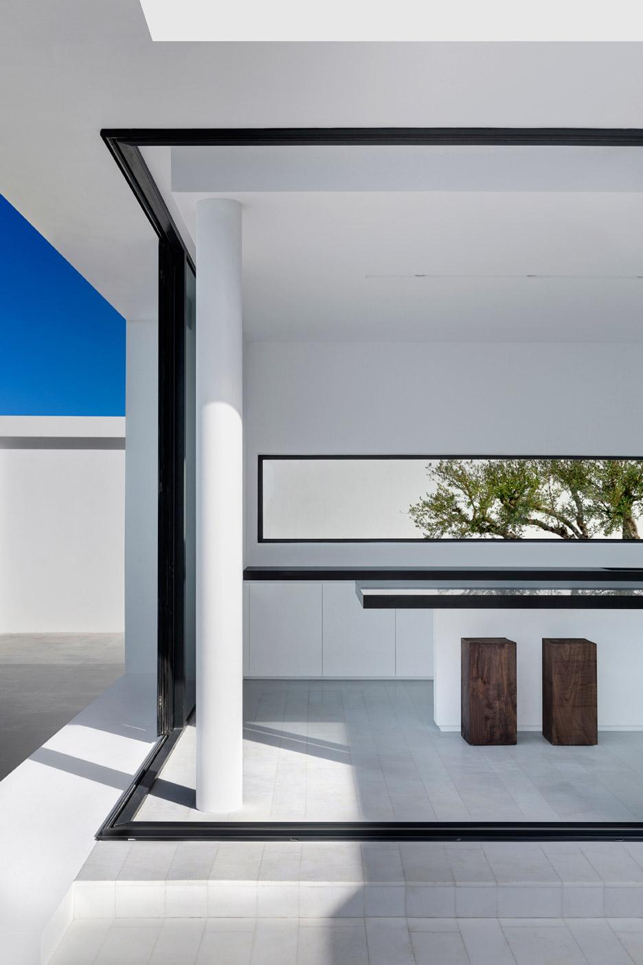 Silver-House_Olivier-Dwek-Architectures_Kefalonia_Greece_dezeen_936_11