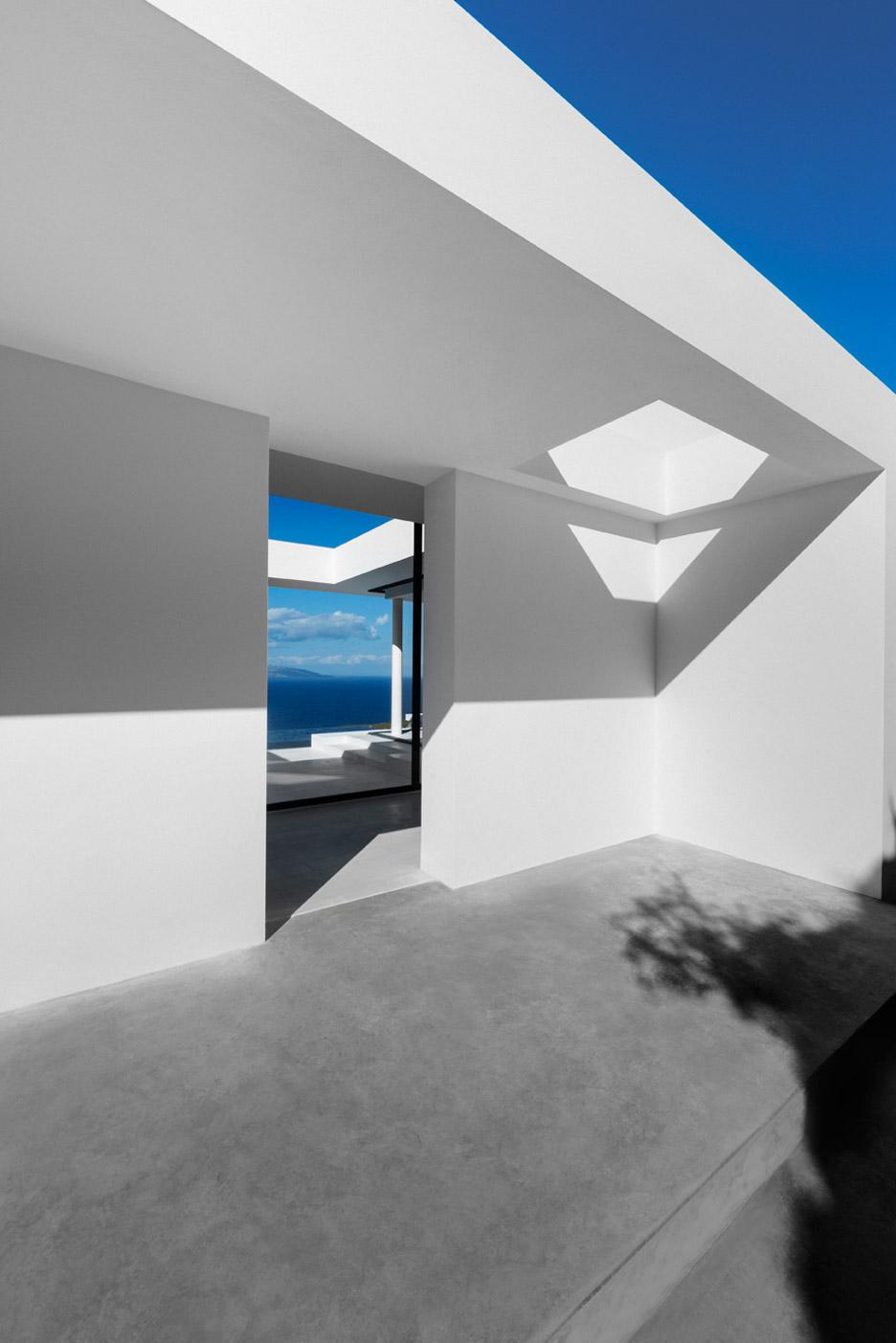 Silver-House_Olivier-Dwek-Architectures_Kefalonia_Greece_dezeen_936_24